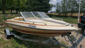 (BEST OFFER) Mint condition Glastron speed boat with trailer