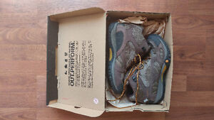 Women's hiking boots 9.5 Merrell - almost new