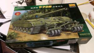 1:35 T72-B tank model kit