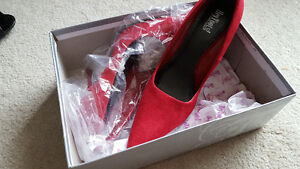 Red pumps + more