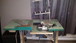 Surjeteuse et machine à coudre 3 fils industrielle