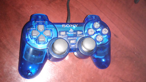 2 manettes de PlayStation 2