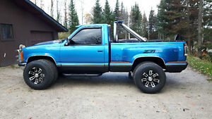 Shortbox stepside 4X4 pickup