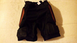 Protective shorts/bum pads for boarding or skiing