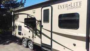 27' Travel Trailer For Rent