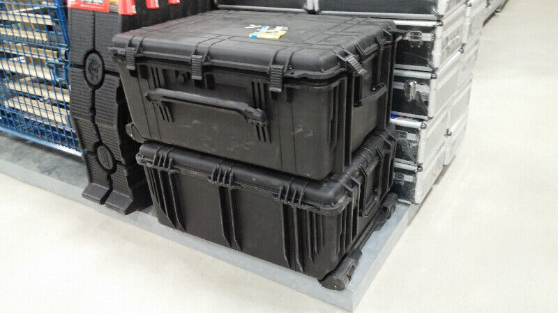 "31"" Hard Waterproof Carrying Case on Wheels 