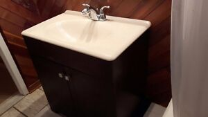 Vanité avec lavabo intégré  West Island Greater Montréal image 2