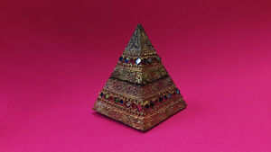 12 cm Decorative Wooden Pyramid with 1 storage compartment.
