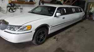 1998 Lincoln Town Car White 10 pass stretch limousine