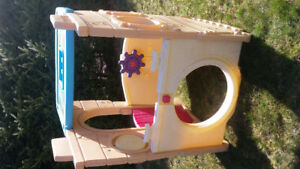 Little Tikes Ship & Play house