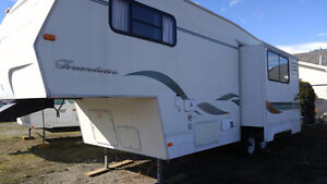 1999 27.5ft Travelaire 5th wheel trailer with slide
