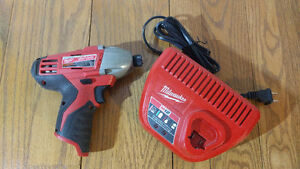 Milwaukee M12 Impact Driver & Charger - Visseuse + chargeur