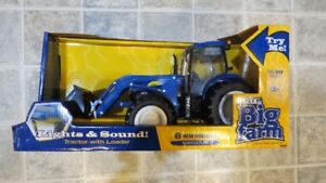 1/16 ERTL BIG FARM New Holland T7050 Tractor Toy with Loader