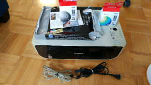 Canon Printer with 2 cartridge in mint condition