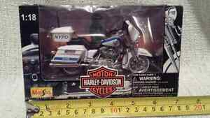 '98 NYPD Police motorcycle diecast