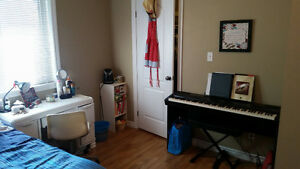 Winter/Spring Semester Room Lease Takeover Steps from WLU! Kitchener / Waterloo Kitchener Area image 3