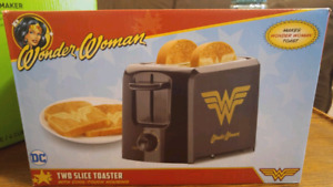 BRAND NEW WONDER WOMAN TOASTER FOR SALE!!!