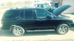 03 Nissan Pathfinder 4x4 well maintained