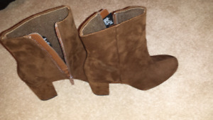 Used and new women's shoes and boots