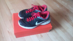 Mens Size 11 NIKE Sneakers .....like NEW