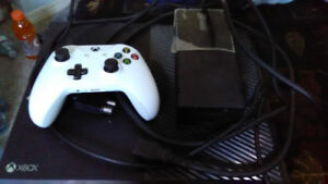 Xbox one console used with new controller