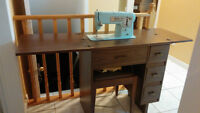 SINGER SEWING MACHINE TABLE & BENCH