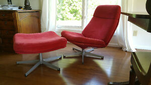 Vintage Style Red Cordory Lounge Chair