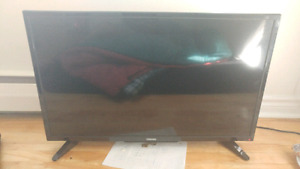 "32"" toshiba tv with built in chromcast"
