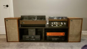 A bunch of BEAUTY Stereo Stuff (Turntables/Receivers/Speakers)