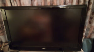 """47"""" tv from 2008 with wall mount"""