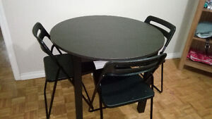 Ikea 8 months old dinning table  in excellent condition