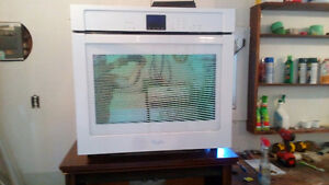 6 months old Whirlpool Wall oven 30 inch
