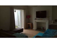 Large attic room available - Comfy house in Splott