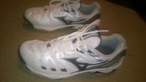 Mizuno Wave Rally 2 Volleyball Shoes- Size 8 US