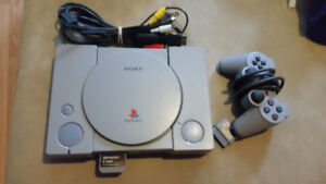 Sony Playstation 1 - Incl. Cables, Memory Card, 1 Controller
