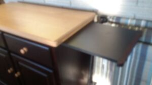 Beautiful 4-piece solid Maple kitchen table, chairs and buffet Peterborough Peterborough Area image 4