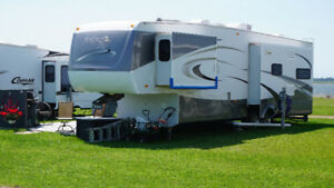 2008  Fifth Wheel Montego Bay 36 IK3B (mint condition)