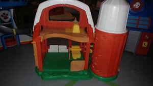 Farm house/paw patrol/transformers play houses