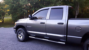 ****SUPER CLEAN DODGE RAM BIGHORN SHOWROOM ***********