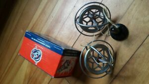 Twin GYROSCOPE and STEAM POWERED VICTORIA ENGINE BOAT $15 box in