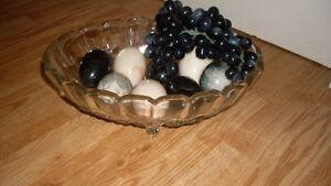 plat a fruit antique comprenant 8 oeufs en marbre
