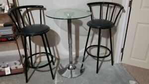 Stunning Bar Stool / Bistro Set in New Condition!