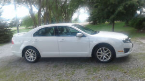 2012 Ford Fusion SEL AWD - **Low km's**