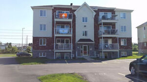Ile perrot, 2 bed/chambres, 2 parking, storage locker