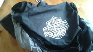 HARLEY DAVIDSON COVER LIKE NEW.  PAID 300$  ASKING 170$