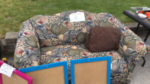 Beautiful vintage LOVESEAT for sale. Great condition.