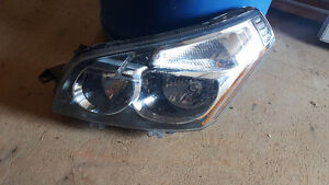 20010 Pontiac Vibe headlight assembly
