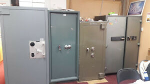 JEWELLERY SHOWROOM SHOWCASE AND SAFES FOR SALE
