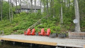 Waterfront cottage, sleeps 10, dogs allowed