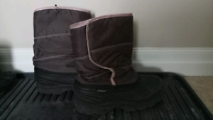 Size 3 Sportek girl winter boots. In great condition, $8